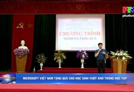 Microsoft Việt Nam tặng quà cho học sinh vượt khó trong học tập