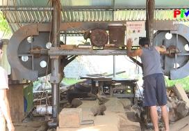 Muôn cách làm giàu - Làm giàu từ nghề làm gỗ trần