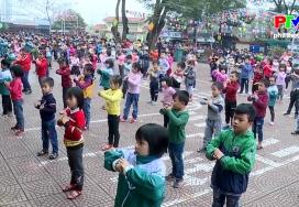 Bông hoa đất Tổ: Trần Thị Thu Huyền, cô học trò đa tài