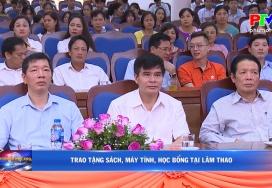 Trao tặng sách, máy tính, học bổng tại Lâm Thao